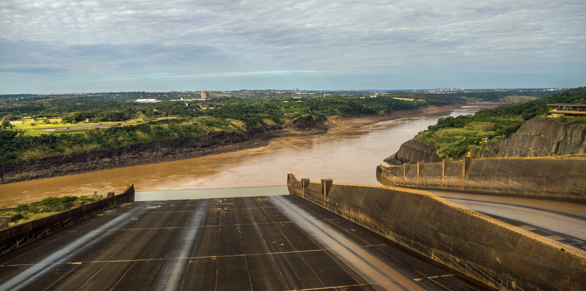 Paraná River from Itiapu dam spillway (paraguay) 2