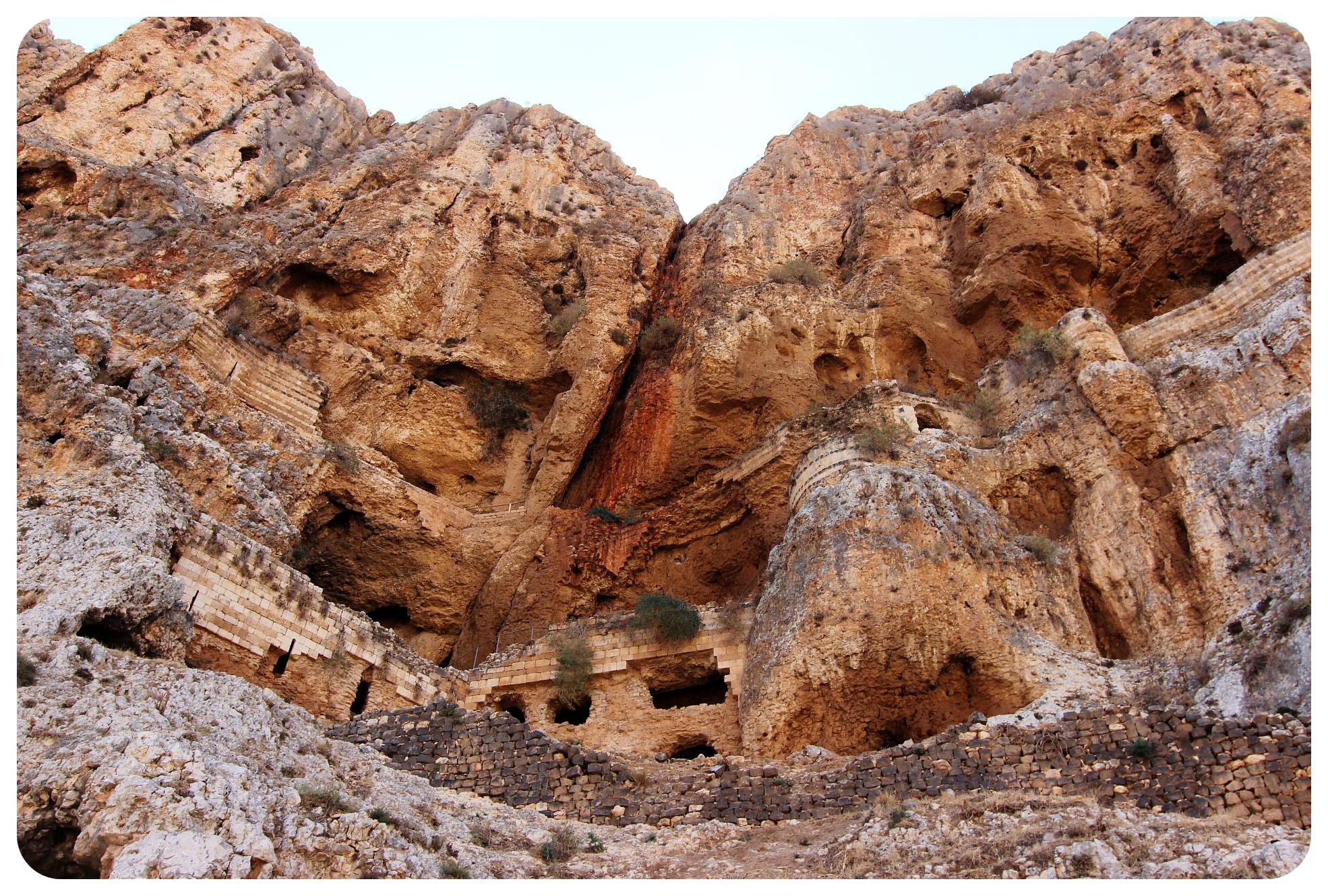 mount arbel caves israel