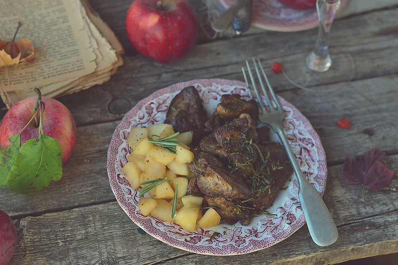 fried chicken liver with spicy herbs and stewed apples.6