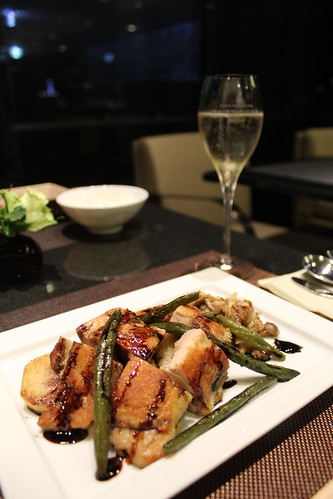 DINING h_若鶏もも肉のコンフィ、茸のマリネ添え