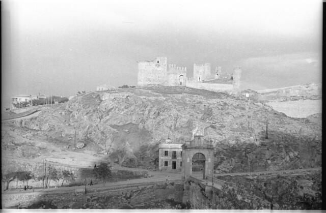 Castillo de San Servando en Toledo a mediados del siglo XX. Fotografía de Roberto Kallmeyer © Filmoteca de Castilla y León. Fondo Arqueología de Imágenes