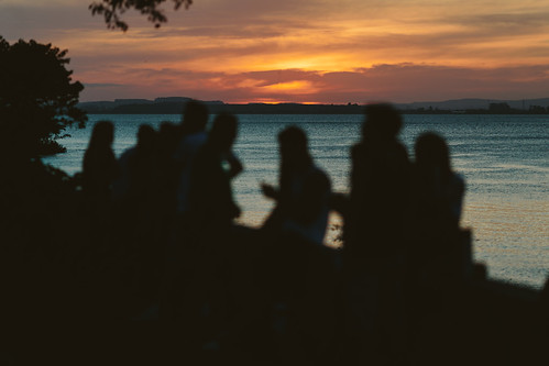 sunset brazil sky sun canon eos cityscape sunday streetphotography portoalegre pôrdosol geotag domingo 6d urbanscene fotografiaderua cenaurbana canonef135f2l stateofriograndedosul fkuhne fsandbox