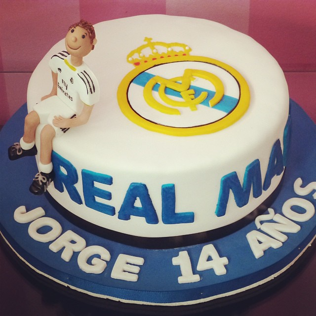 torta #realmadrid #fútbol #soccer #fondant #cake #party #birthday ...