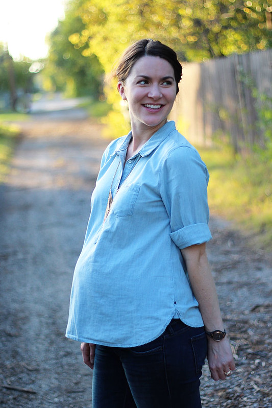 chambray-shirt-with-jeans-maternity-5