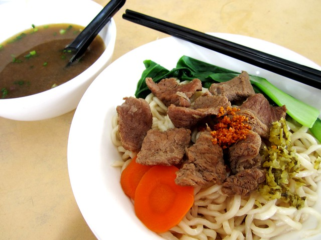 Yummy Kafe beef noodles, dry 1