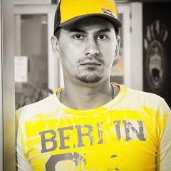 Checho en amarillos. ...... #Medellín #medellíncity #selfie #retrato #igersmedellín #igerscolombia